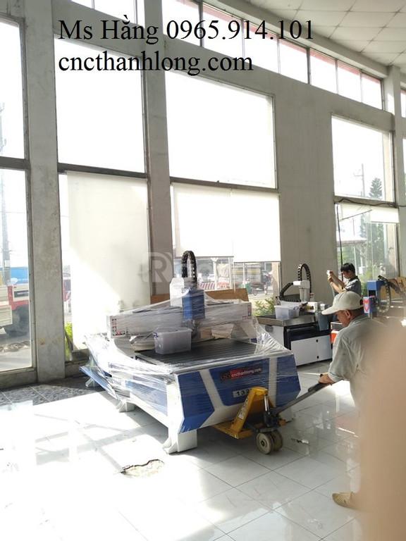 Máy cnc cắt quảng cáo, máy cnc chạm khắc gỗ, đục vách ngăn máy nhập