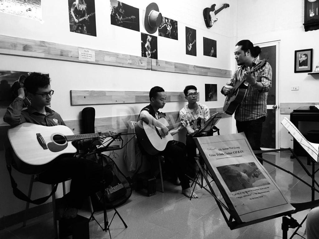 Dạy guitar phố Vũ Tông Phan