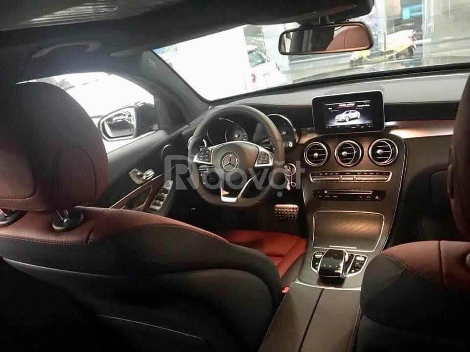 Mercedes glc 300 đen mới 100% 2019 khuyến mãi tốt