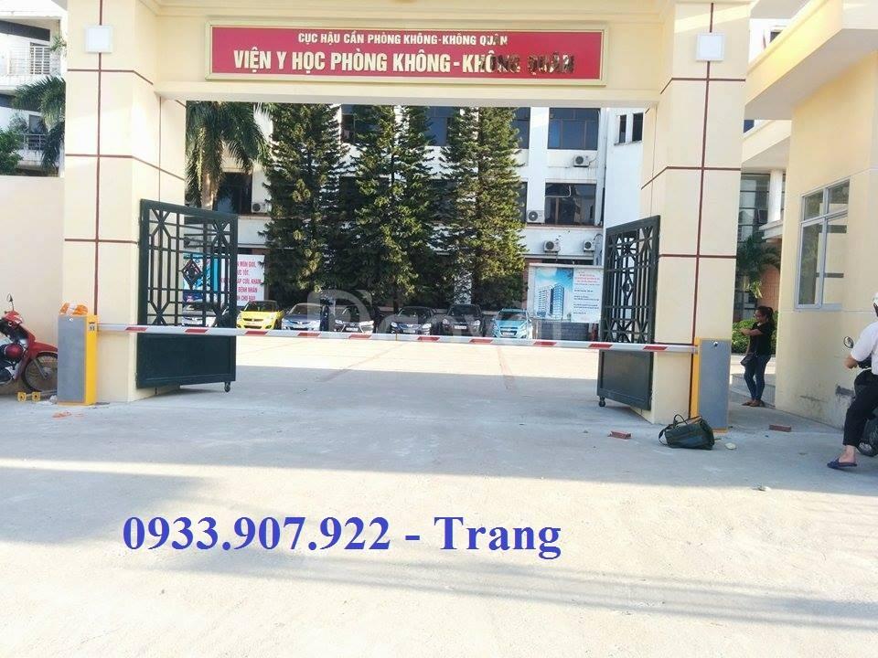 Thanh chắn barrier cho cổng bệnh viện