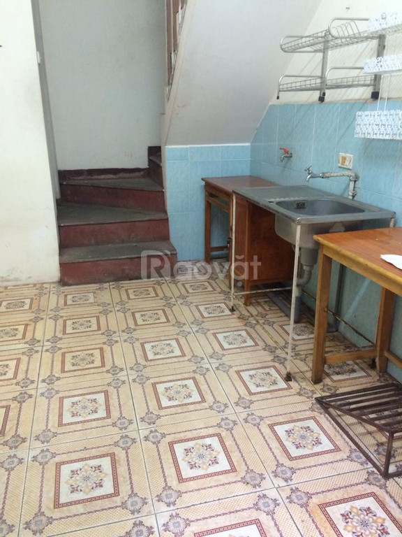 Cho thuê nhà 2 tầng Trần Duy Hưng, đủ tiện nghi, giá hợp lý