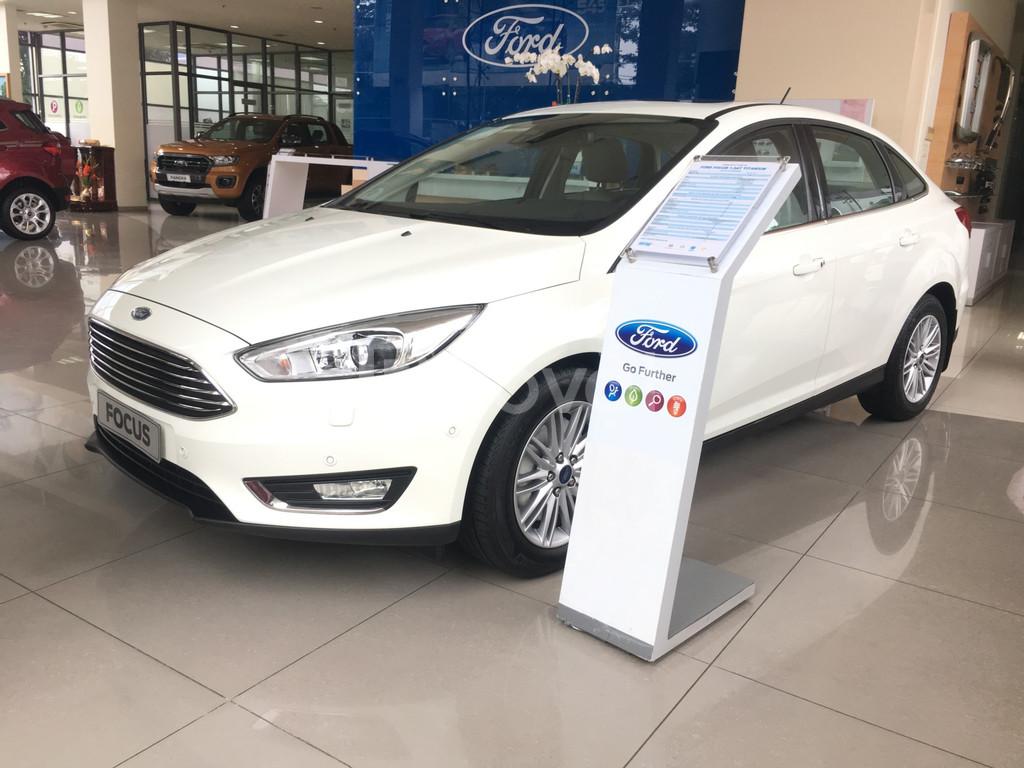 Ford Focus giảm giá 56 triệu