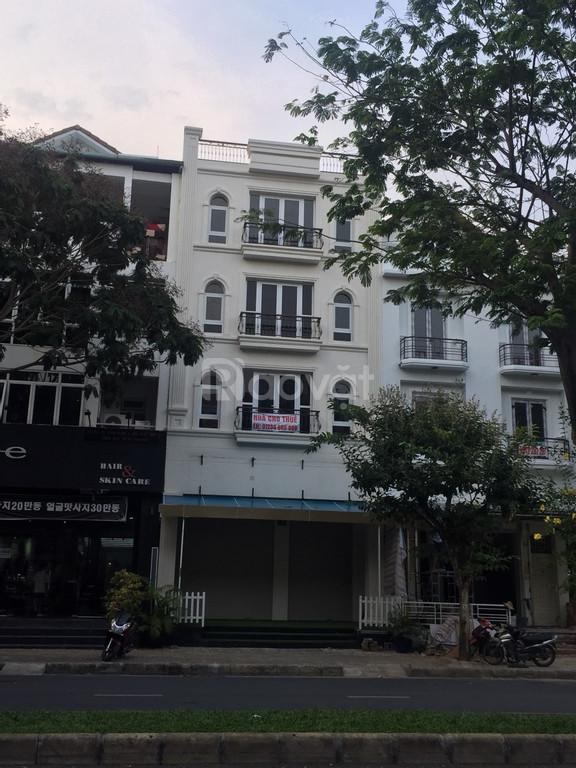 Cho thuê nhà nguyên căn khu Nam Long, Phú Mỹ Hưng 5 lầu có thang máy