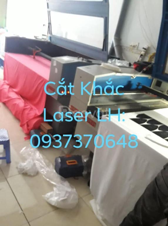 Đục lỗ vải nón laser