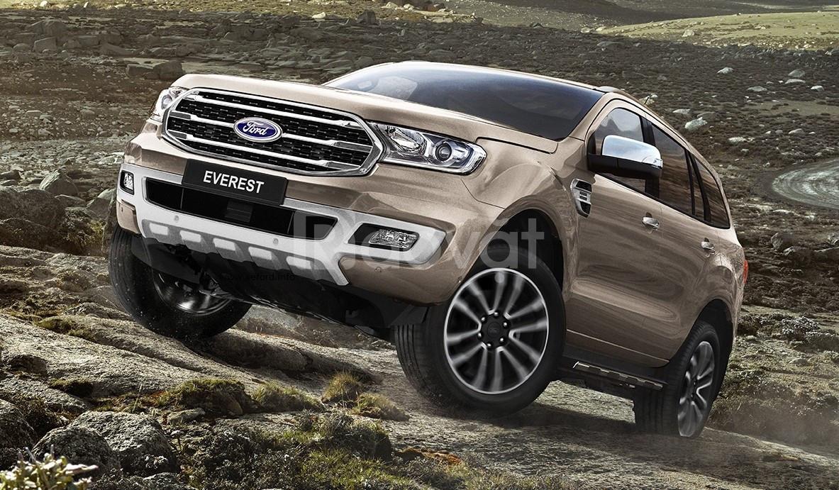 Ford Everest giao ngay đủ màu