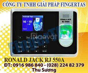 Lắp máy chấm công vân tay rj 550a tặng kèm phần mềm chấm công giá rẻ