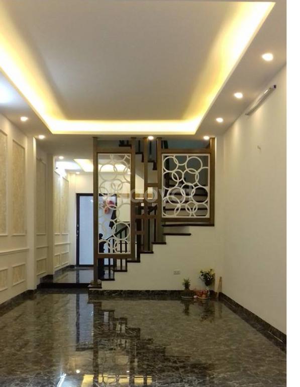 Bán nhà riêng, gần phố Thái Thịnh, diện tích 60m2, ô tô đỗ cạnh nhà