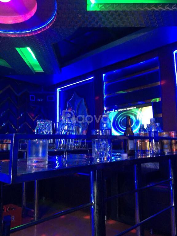 Bán khách sạn tại Đông Anh gồm 23PN, 4 phòng karaoke, thang máy
