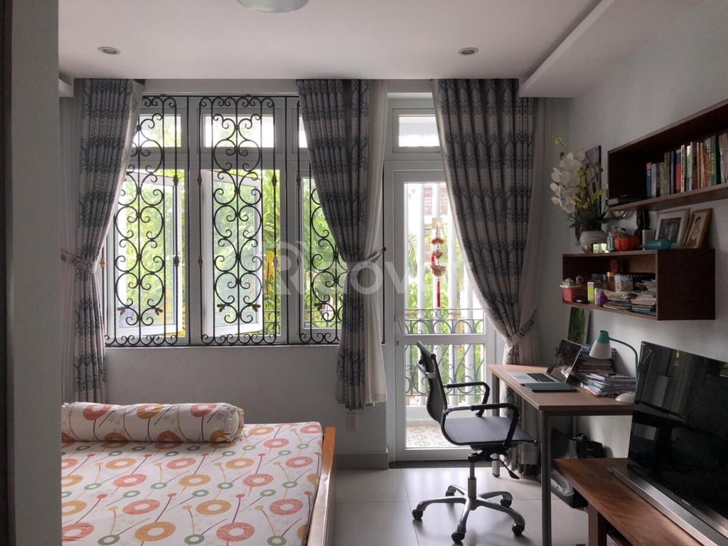 Nhà HXH 2 lầu 4PN full nội thất cạnh ĐH Văn Lang giá 22Tr/tháng