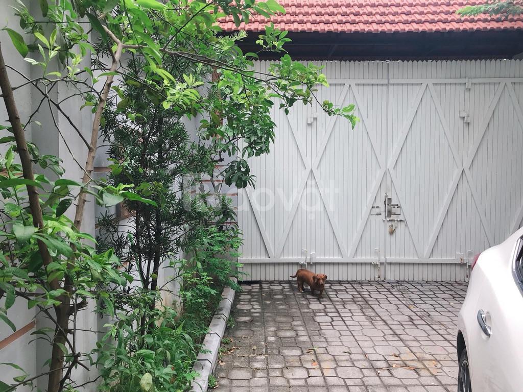 Cho thuê nhà sân vườn 200m2 xây 3 tầng tại Xuân Đỉnh, 20tr/tháng