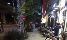 Cho thuê nhà mặt phố Nguyễn Trãi vỉa hè rộng gần trường học.