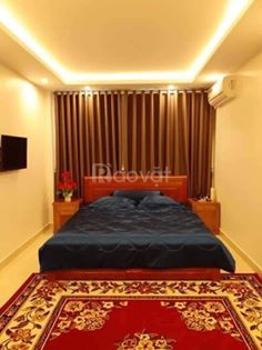 Cần bán nhà gấp ngõ 200 Hoàng Sâm DT 102m, 6 tầng, thang máy