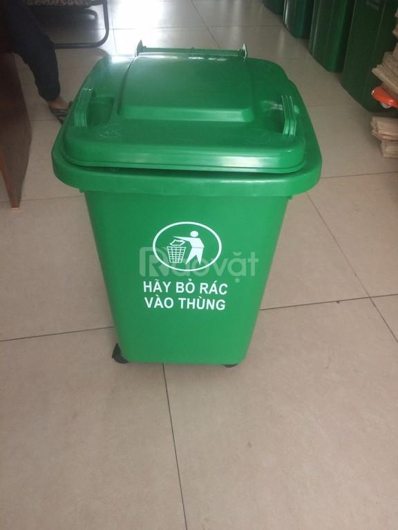 Giảm giá thùng rác nhựa 660 lit có nắp đậy và bánh xe đẩy