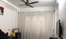 Cần bán nhà tại đường Bưởi, DT 38m2, 4 tầng, ngõ rộng thoải mãi.