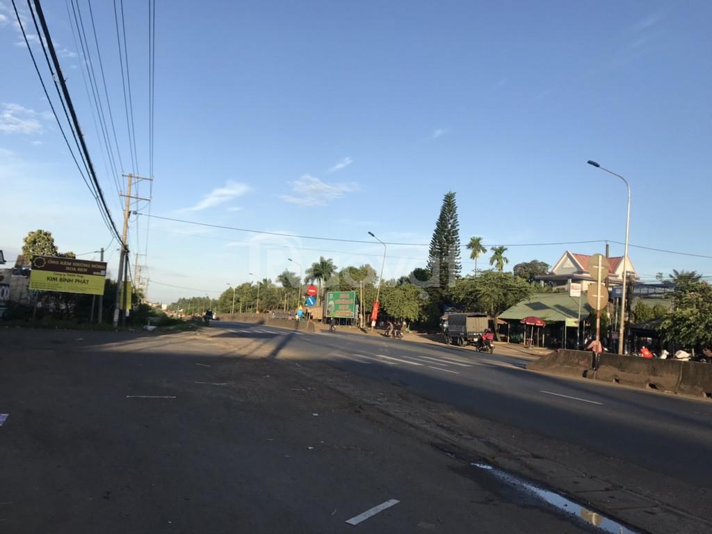 Đất mặt tiền đường nhựa, khu dân cư buôn bán, cổng khu công nghiệp