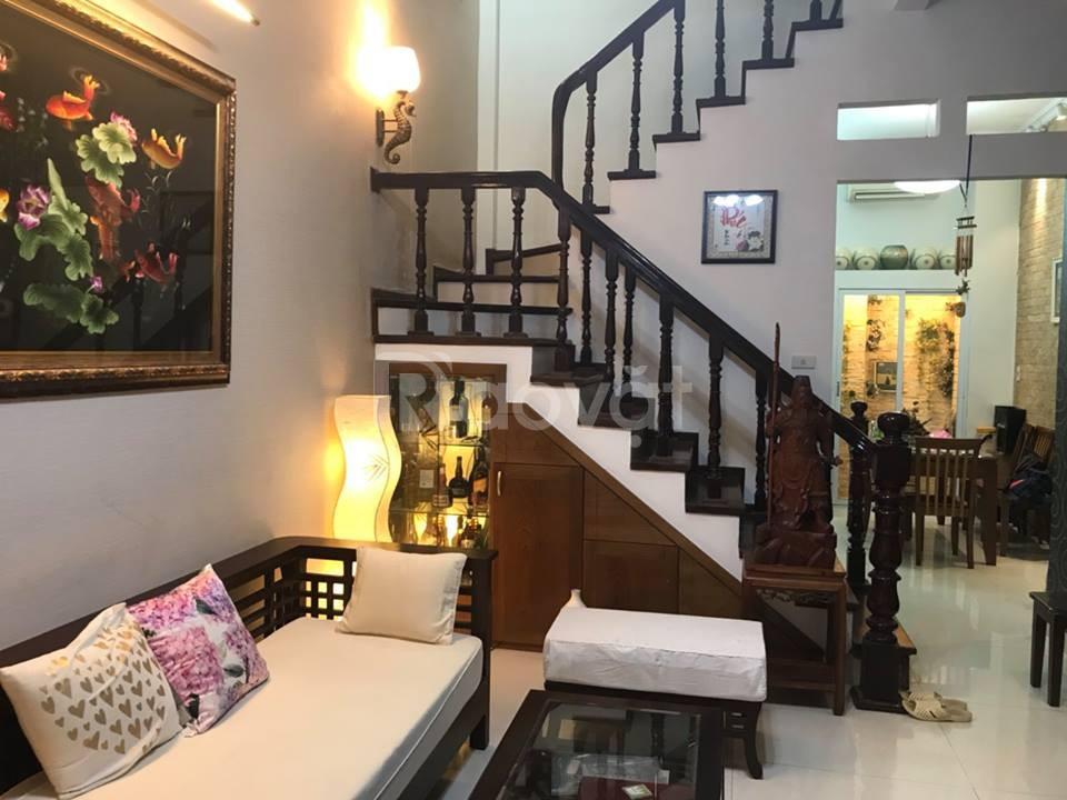 Nhà đẹp ở luôn khu víp phân lô, gần ô tô phố Trần Duy Hưng. 35m2.
