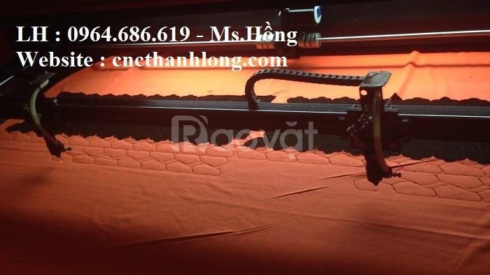 Máy laser cắt vải 2 đầu, máy laser cắt vải tự động, máy cắt vải laser