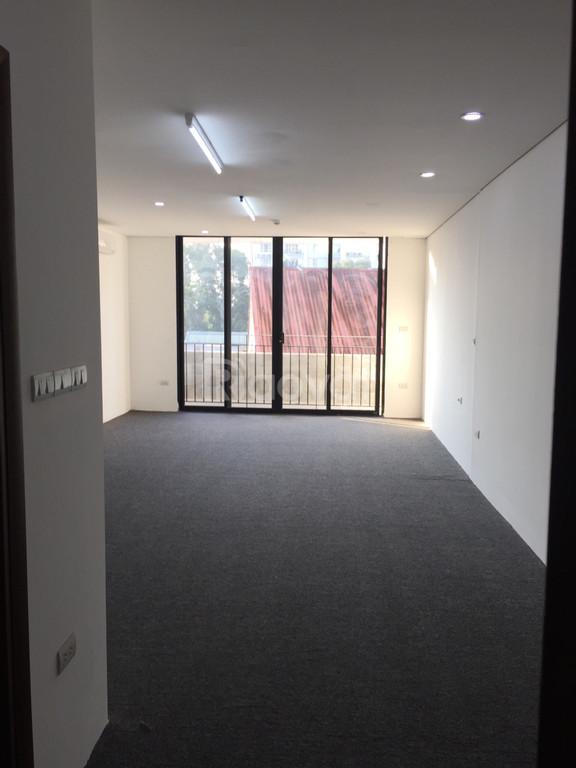 Cho thuê văn phòng tiện ích 40m2 mặt phố số 12 Trương Hán Siêu, HK
