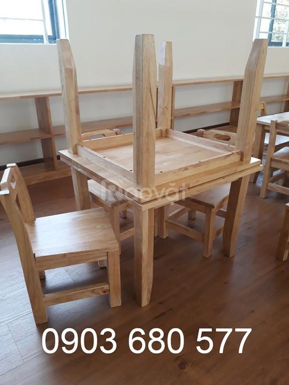 Bàn ghế gỗ mầm non giá rẻ, an toàn cho bé