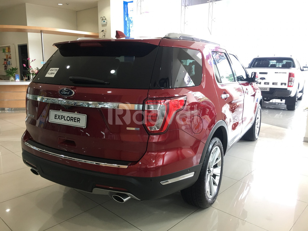 Ford Explorer nhập Mỹ, giảm tiền mặt và phụ kiện