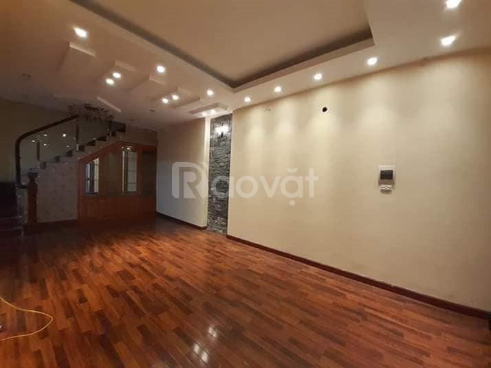 Bán nhà đẹp Thịnh Hào, DT73m2x3T, 4pn, ô tô vào nhà.
