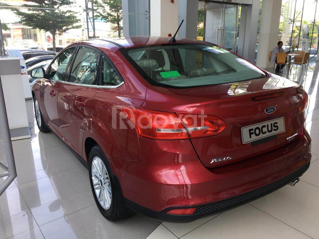 Ford Focus KM tiền + phụ kiện