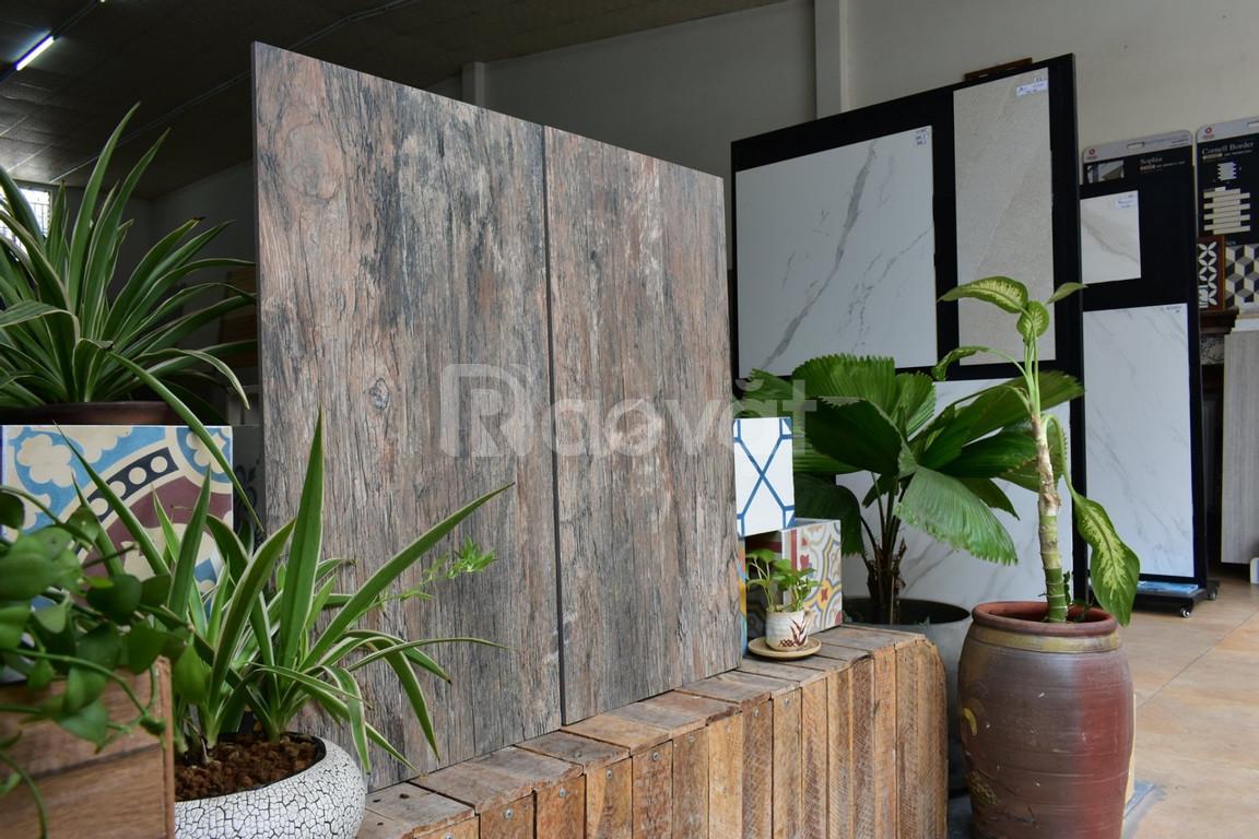 Gạch giả gỗ lát sân vườn cá tính
