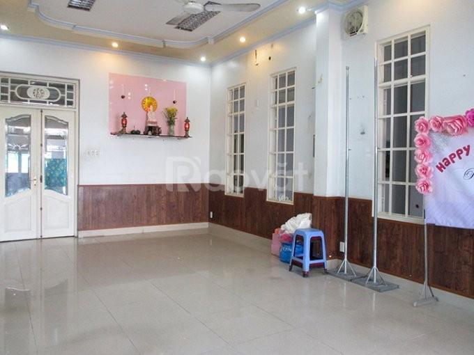 Cho thuê nhà Nguyễn Thị Minh Khai, mặt tiền 8m, giá 70tr/tháng