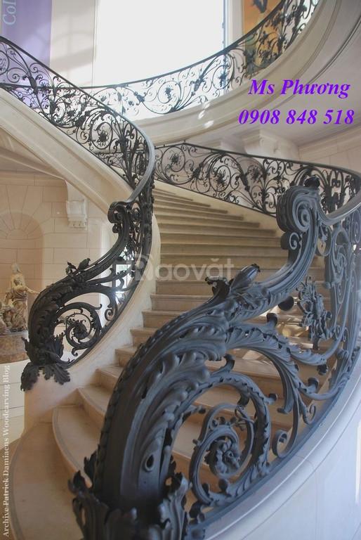 Cầu thang sắt uốn tinh xảo, sang trọng cho nhà đẹp đẳng cấp