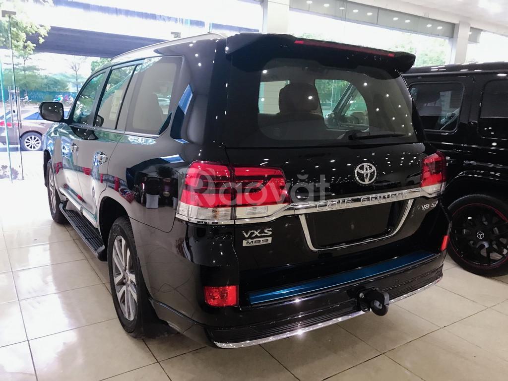 Toyota Landcruise VXS 5.7 sản xuất 2019, 4 chỗ, 4 ghế massage
