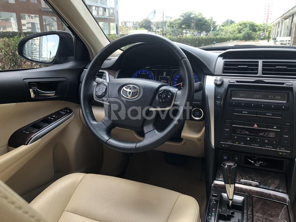 Cần bán xe Toyota Camry 2.0E, Model 2017, màu đen