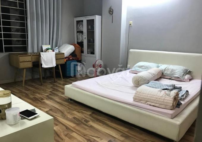 Gia đình tôi bán chung cư 60 Hoàng Quốc Việt, 117m2, ban công Đông