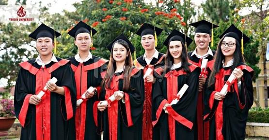 Xưởng may lễ phục tốt nghiệp đại học Yersin