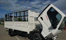 Xe tải thaco Mitsubishi fuso canter 4.99 tải trọng 2,1 tấn thùng bat.