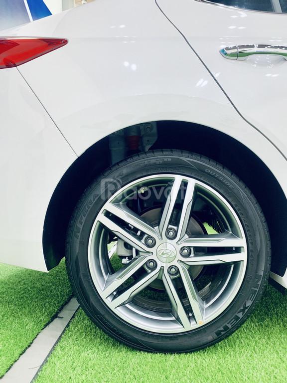 190tr nhận ngay Hyundai Elantra trắng tinh khôi