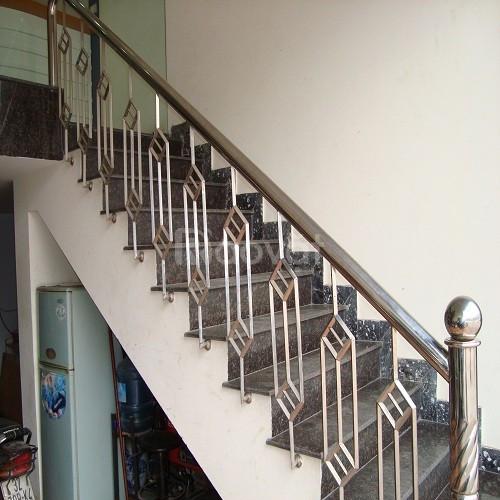 Cầu thang inox giá rẻ quận 1, quận 2, quận 3