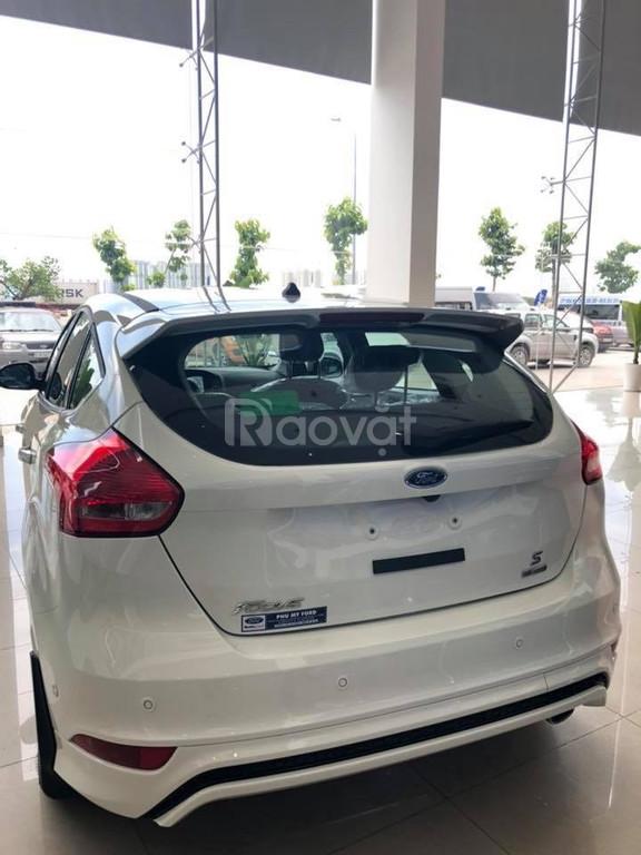Ford Focus Titanium 5 cửa