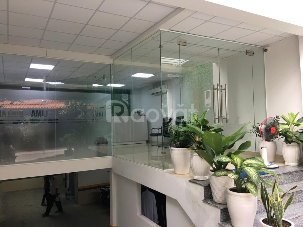 Cho thuê tầng 1 làm văn phòng DT 55m2 có sẵn thảm