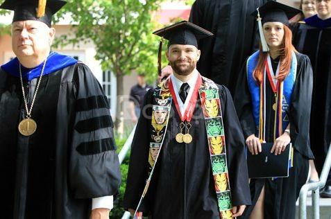 Xưởng may lễ phục tốt nghiệp cử nhân tiến sĩ