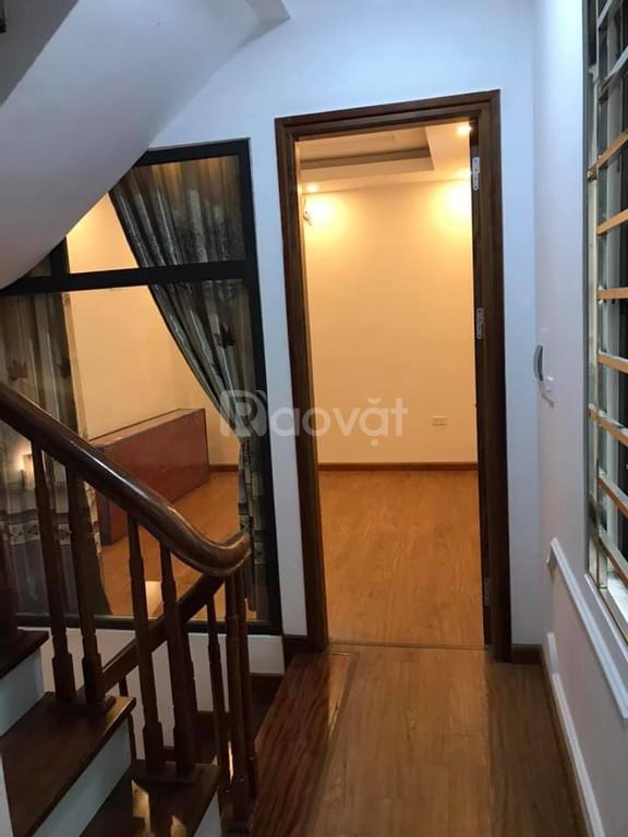 Nhà ngõ 10 Tôn Thất Tùng đẹp, thiết kế hiện đại, 2 mt