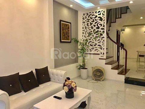 Bán nhà gần Ngã Tư Sở diện tích 35m2 * 5 tầng, giá bán 3.2 tỷ