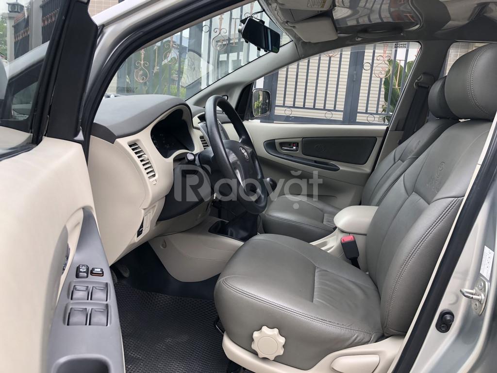Cần Bán xe Toyota Innova 2.0E, Model 2015, màu Bạc