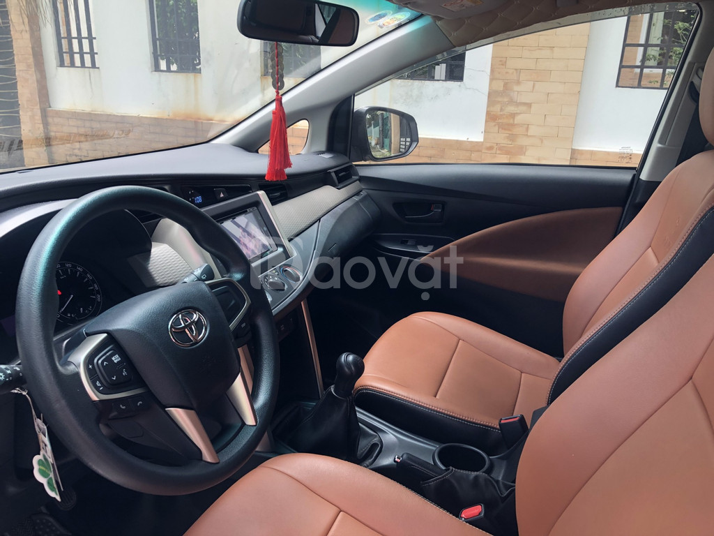 Cần bán Toyota Innova model 2019, số sàn, xe đẹp như mới