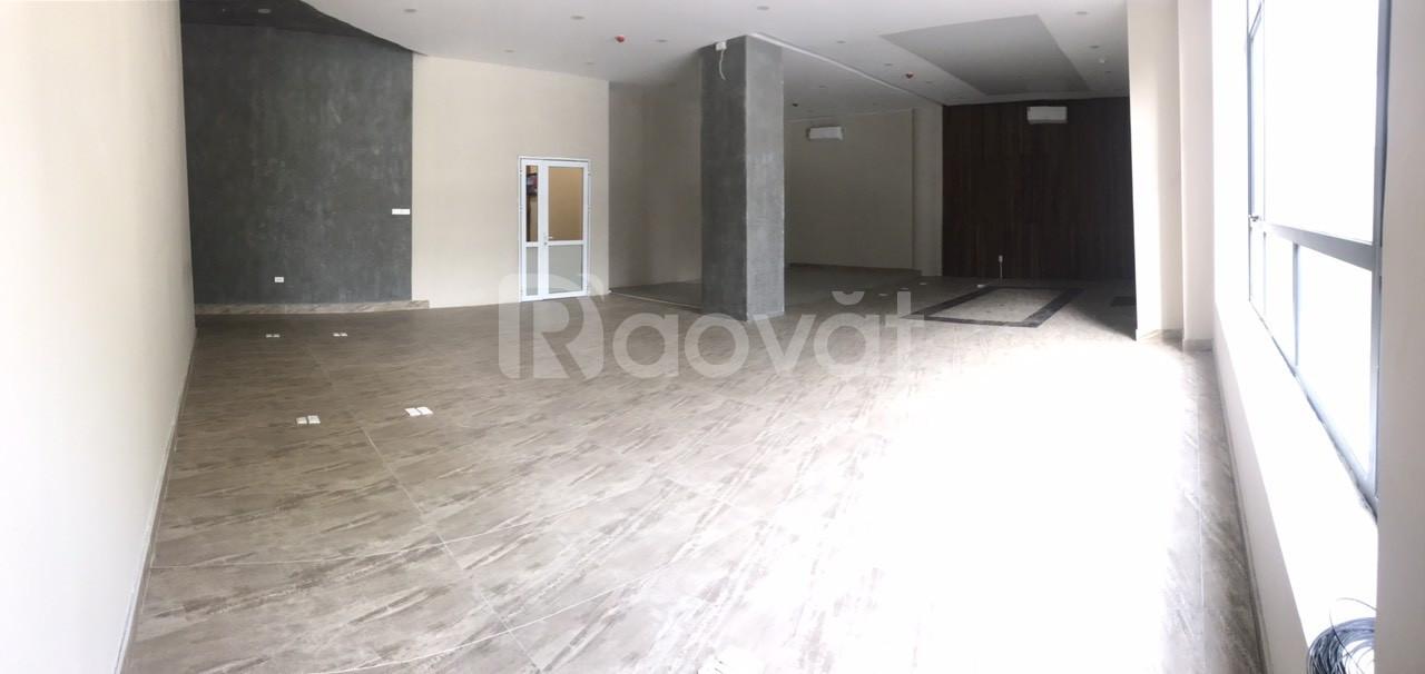 Cho thuê văn phòng cao cấp mặt phố 36 Hoàng Cầu diện tích 115m2.
