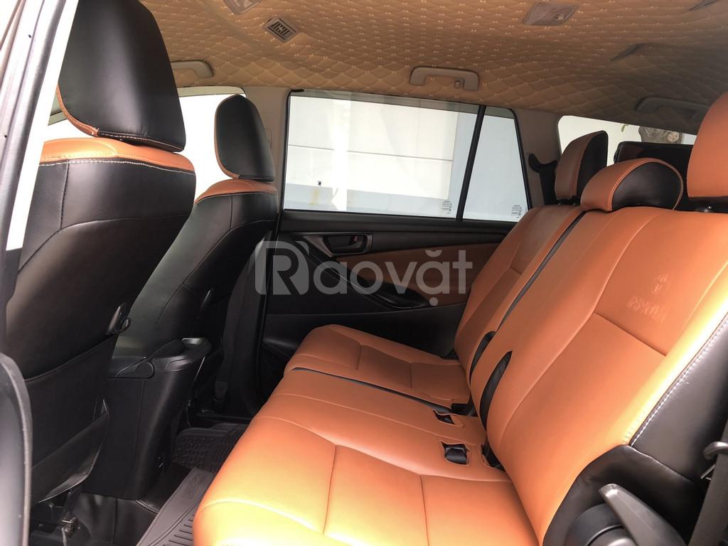 Bán xe Toyota Innova 2.0E, model 2019, màu xám