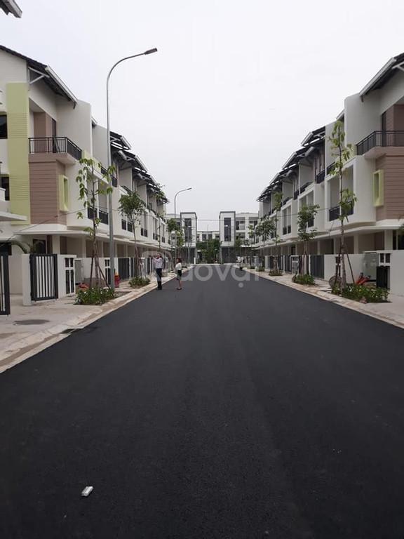 Chính chủ cần bán nhà liền kề, sổ đỏ: S = 75m2 (5 x 15m), đã xây 3 tần