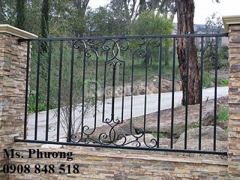 Tường rào sắt chắc chắn, an toàn cho các công trình kiến trúc xây dựng