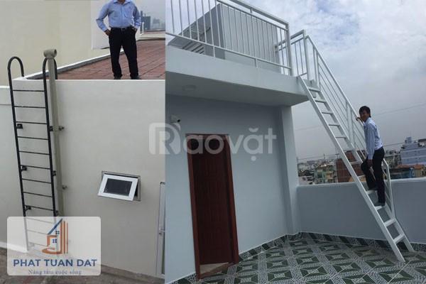 Cầu thang sắt trong nhà