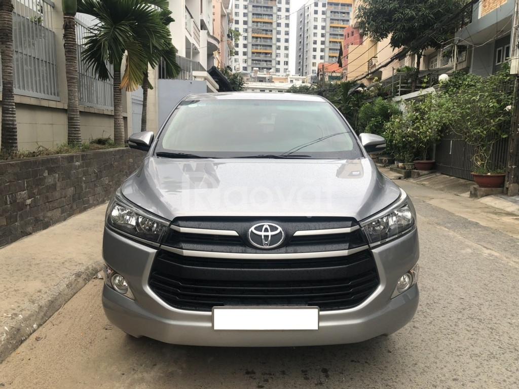 Gia đình cần bán xe Toyota Innova 2.0E, model 2018, màu Bạc!!