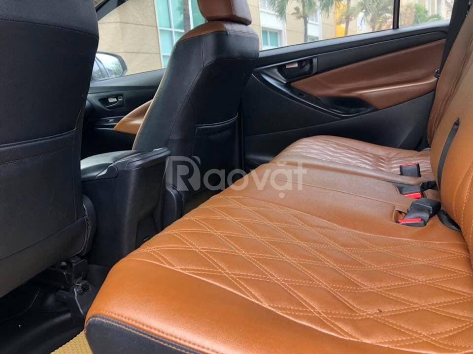 Bán xe ô tô Innova 11/2017, số sàn, màu xám